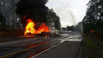 Identificado el motorista fallecido en incendio de rastra en Zambrano