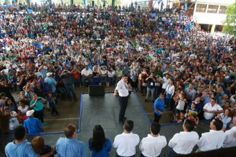 """Candidato nacionalista dice hará lo que sea para que """"Honduras viva en paz"""""""