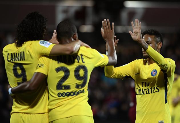 El tridente Mbappé-Neymar-Cavani ya deslumbra en el París SG (5-1)