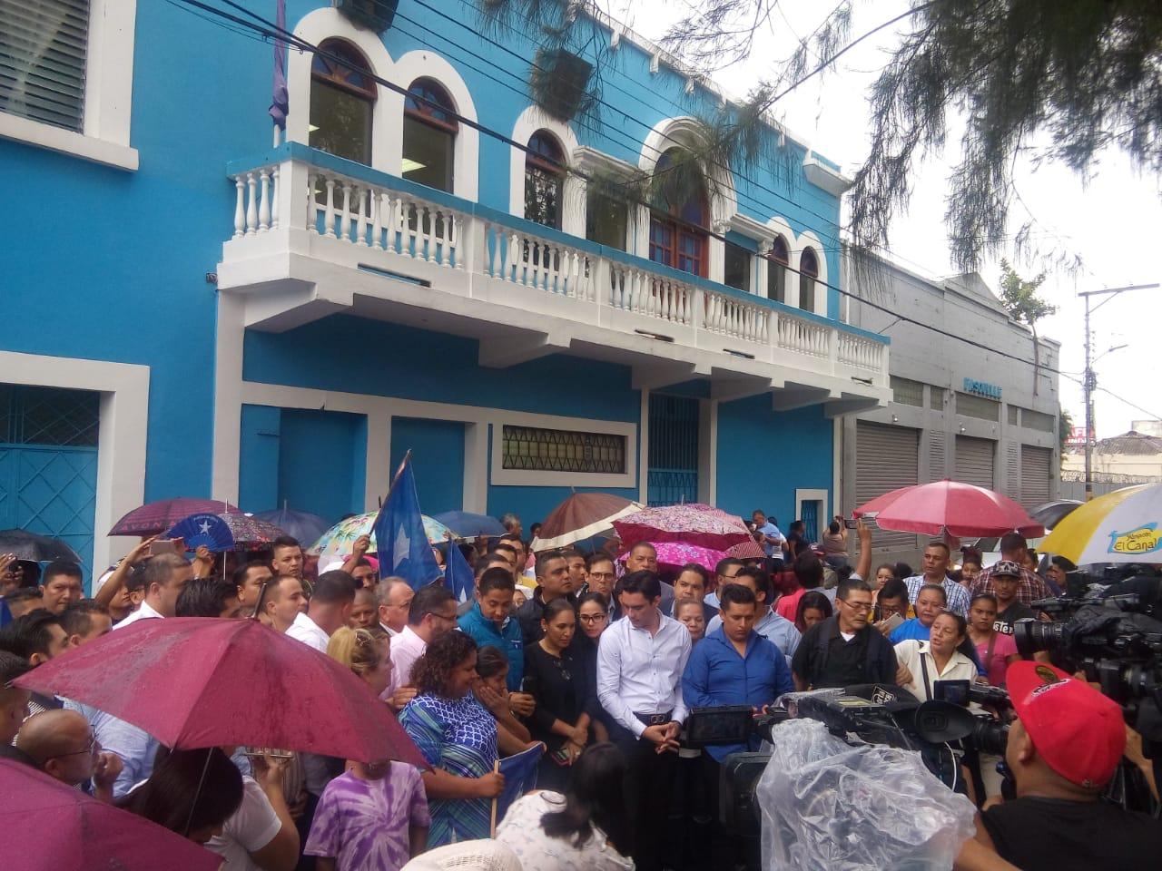 """Fernando Anduray advierte """"consecuencias de destrucción"""" tras aseguramiento de sedes políticas"""