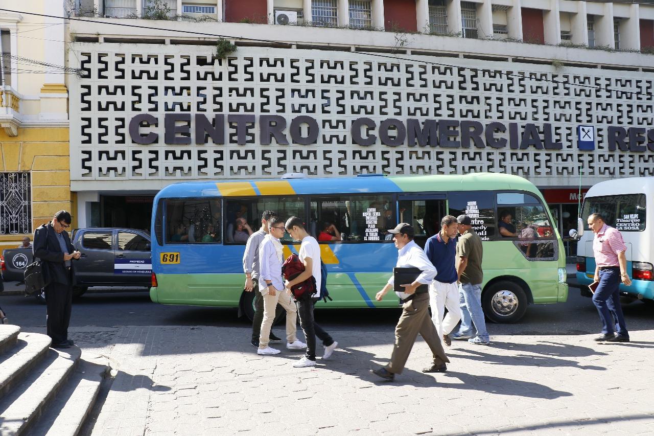 Vigente aumento de un lempira al taxi colectivo y buses ejecutivos