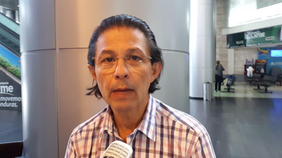 """Enrique Ortez: """"El Partido Nacional juega doble moral"""" con tema de la reelección y segunda vuelta electoral"""