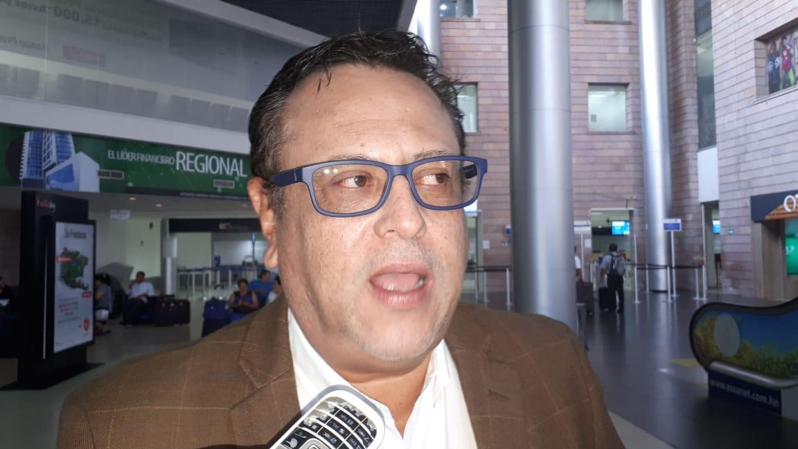 """Ministro Arnaldo Bueso asegura """"están abiertas las puertas"""" para recibir reclamos de estudiantes en protestas"""