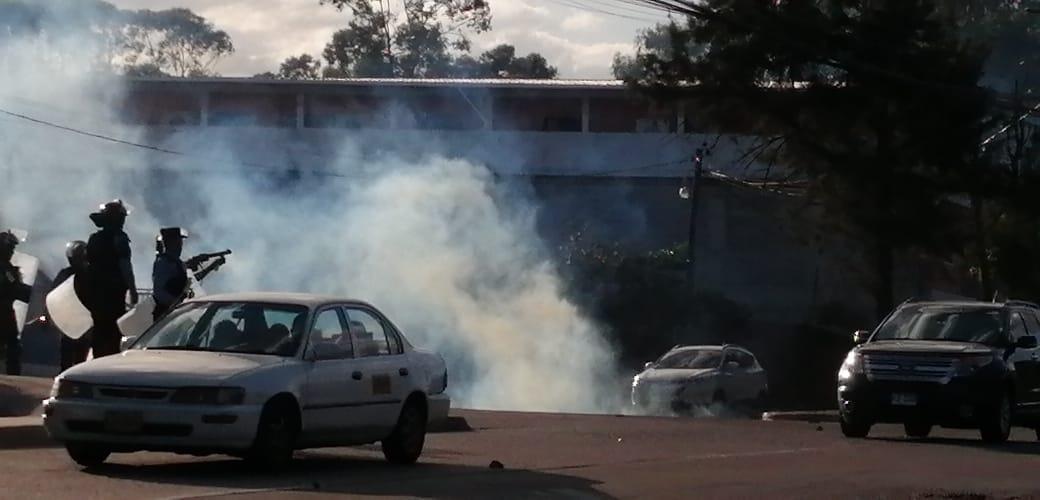 Abogado cuestiona a las autoridades por no sancionar y expulsar a estudiantes provocadores de disturbios en centros educativos
