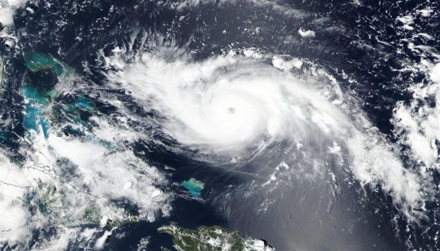 Dorian se hace fuerte y amenaza al sureste de EE.UU. sin impactar en Florida
