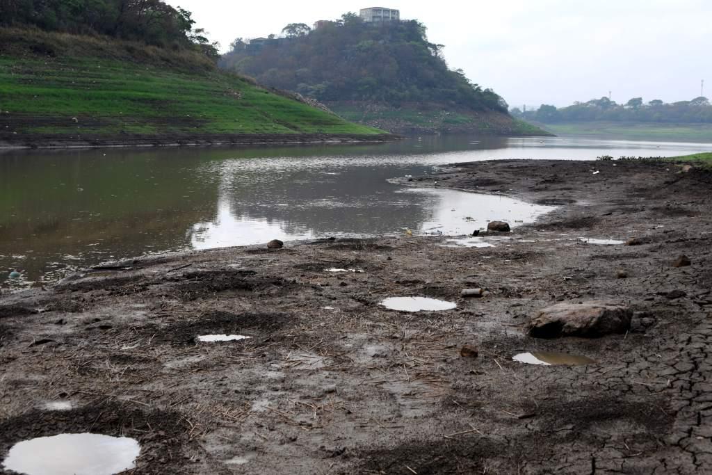 Difícil la situación del abastecimiento de agua en la Capital por bajos niveles de las represas