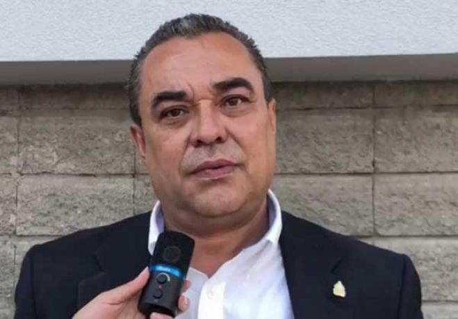 """Presupuesto agrícola asignado a las FFAA es una """"situación tirada de los cabellos"""", según diputado"""