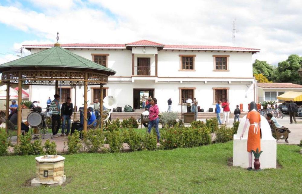 """CNA denuncia """"piñata de contratos sobrevalorados"""" en alcaldía Villa de San Antonio"""