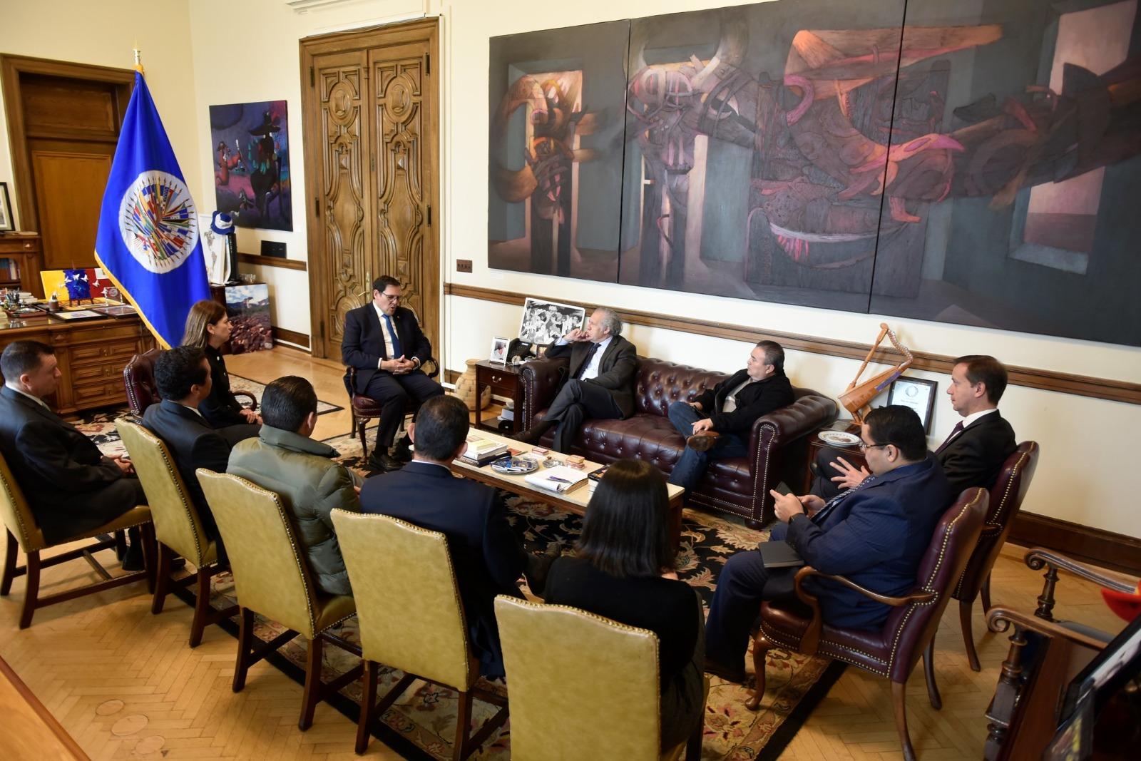 Opiniones: Honduras negocia voto para la reelección de Almagro en la OEA, no renovar la MACCIH