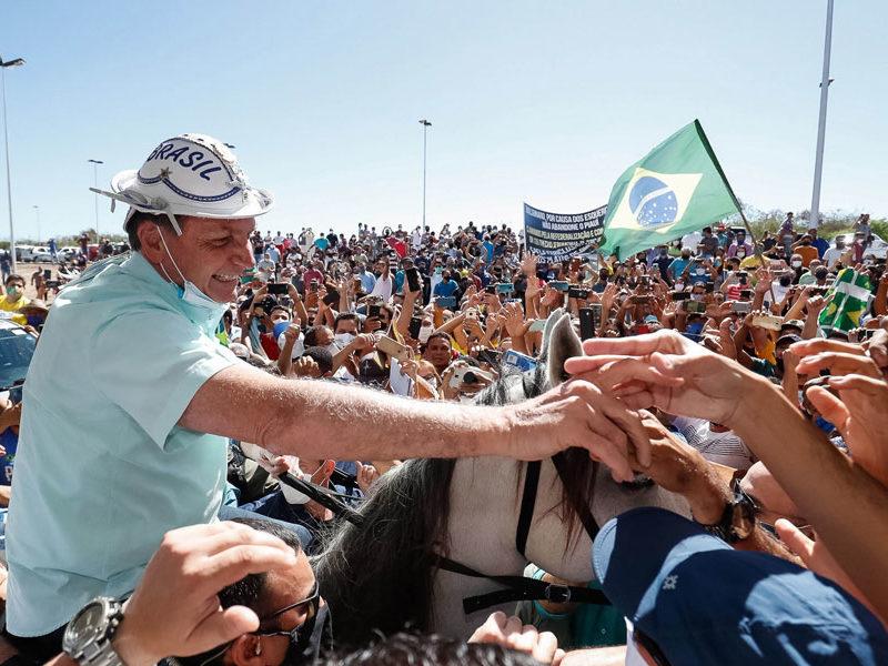"""Presidente Bolsonaro de Brasil, vuelve a desafiar la pandemia del Covid-19, y alienta a sus seguidores a """"enfrentar"""" el virus"""