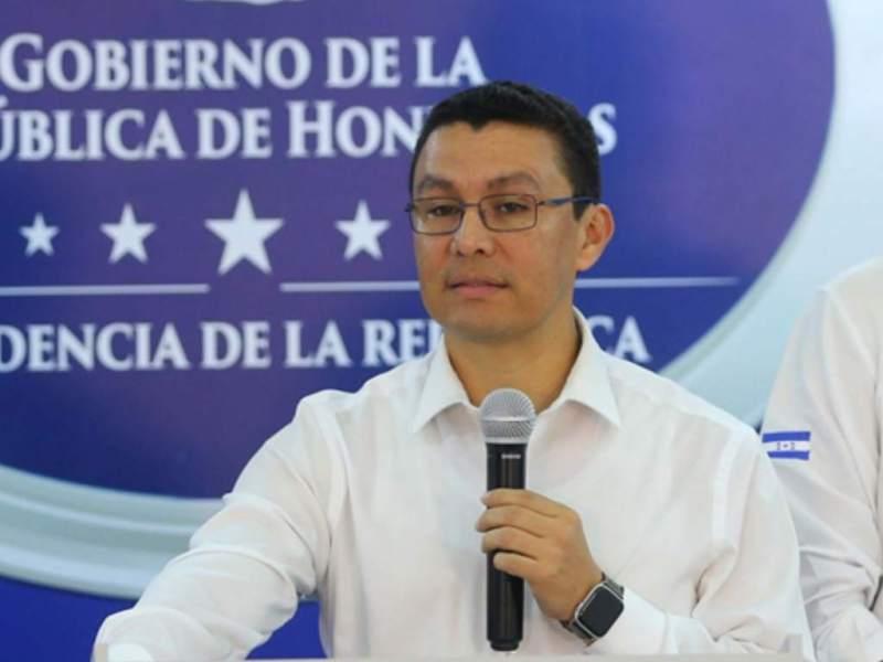 Ebal Díaz dice todavía no hay intención de autorizar la circulación de personas con dos dígitos