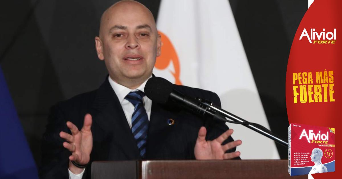 El ministro de Educación, Arnaldo Bueso, ha salido al paso ante los cuestionamientos sobre la adquisición de tablets para estudiantes de Educación media, y asegura que en el primer lote que llegó al país, entregaron 5 mil, con tecnología 20/20.