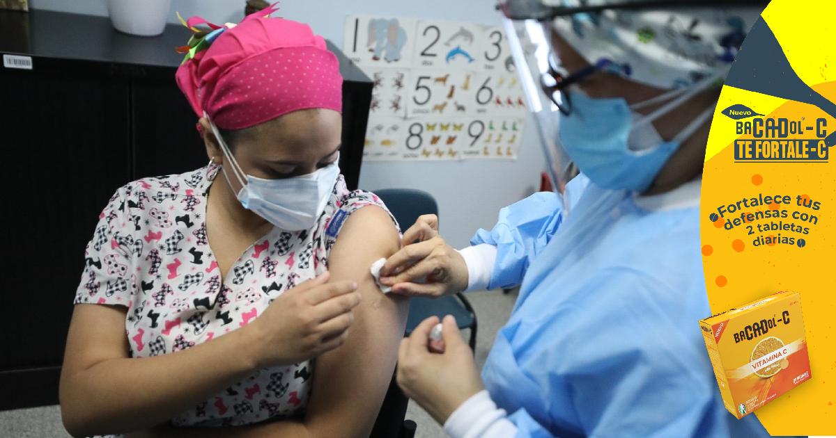 Con vacuna de Israel, Gobierno dice superó la meta de inmunización de trabajadores de la salud