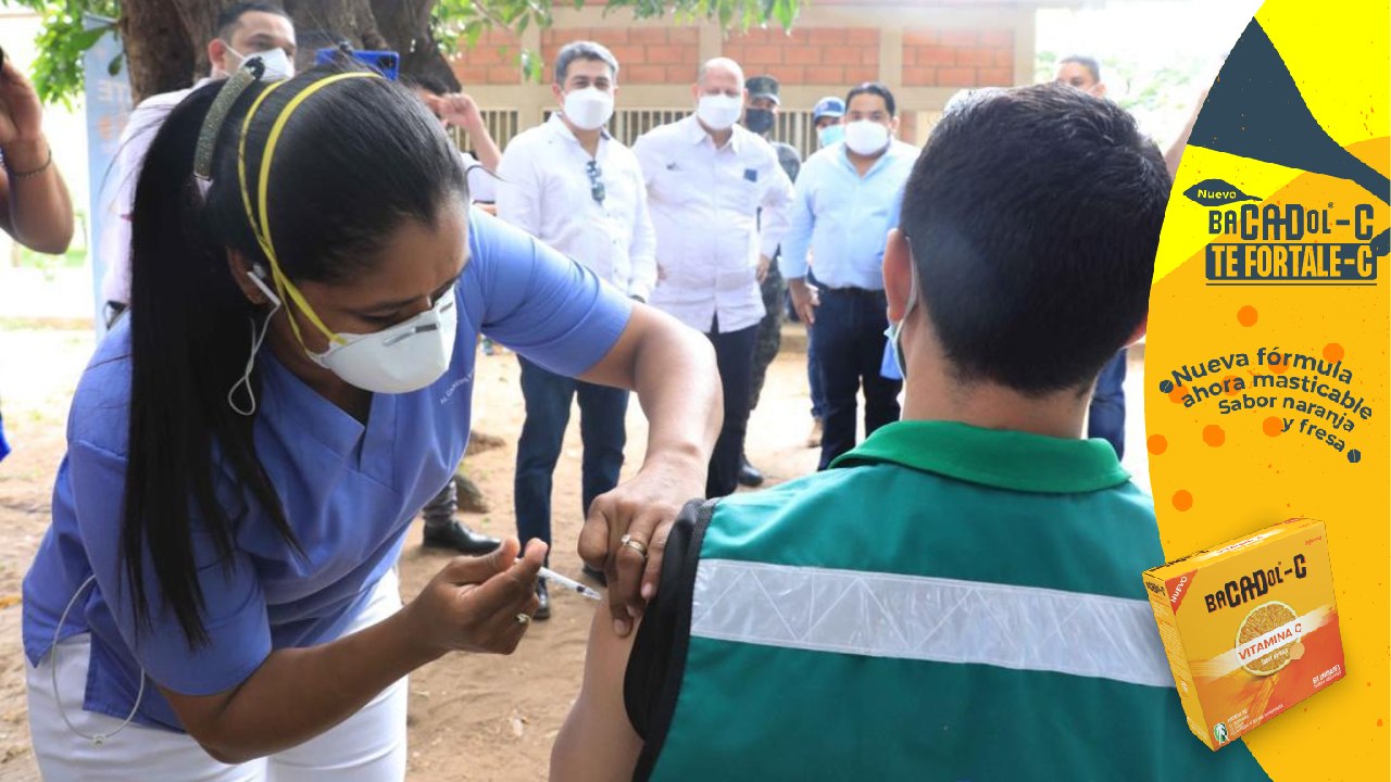 Presidente Hernández supervisa aplicación de vacunas anticovid-19 en Choluteca