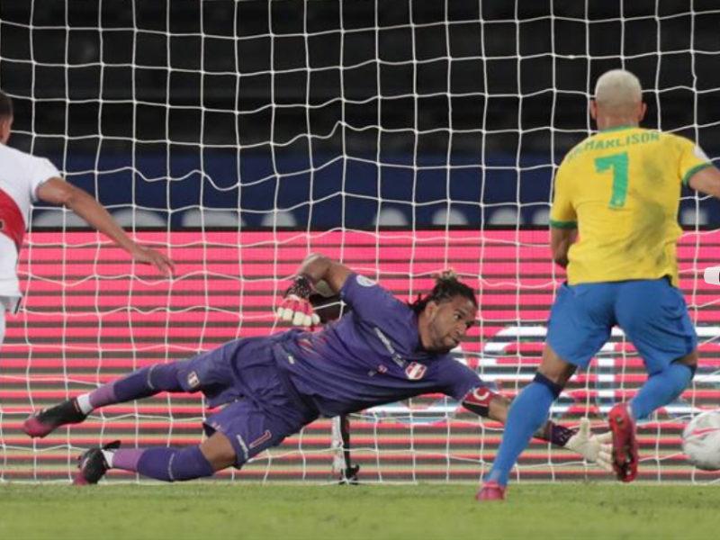 Un Brasil imparable le ofrece recital de 4 goles ante Perú