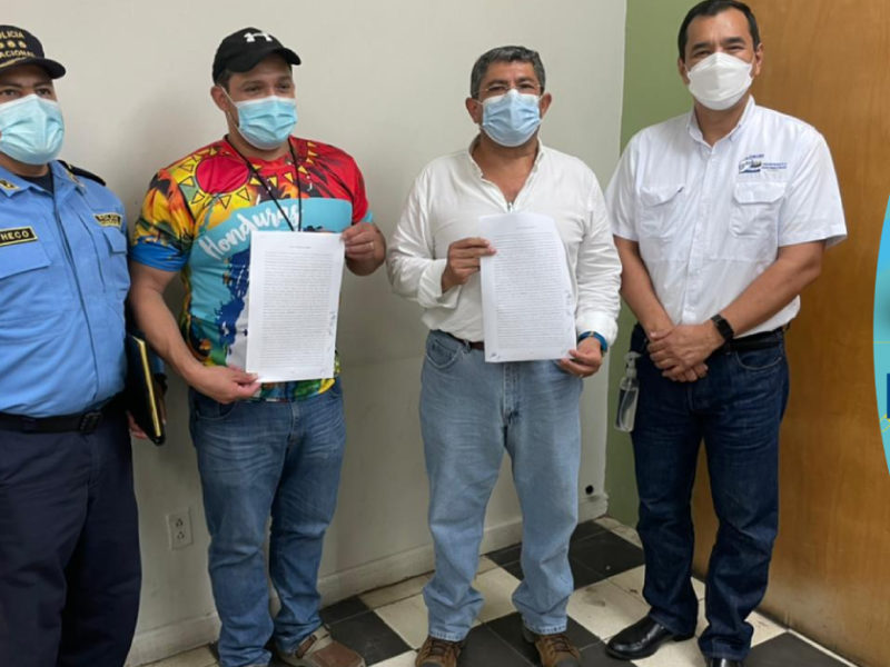 Gobierno y habitantes del Chamelecón firman acuerdo de construcción de obras de mitigación de inundaciones