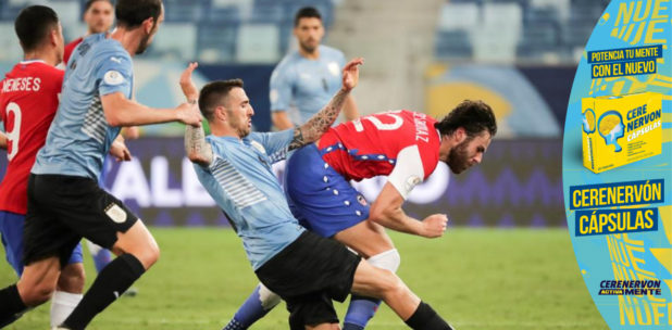 Uruguay respira con un autogol de Vidal, que le da el empate con Chile