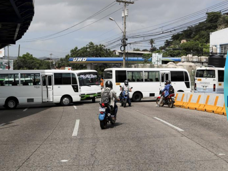 Gobierno y transportistas firman acuerdo para solucionar problemática en el rubro