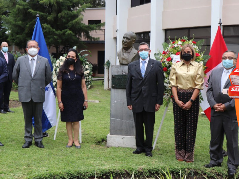 Honduras rinde homenaje a expresidente peruano José Bustamante i Rivero